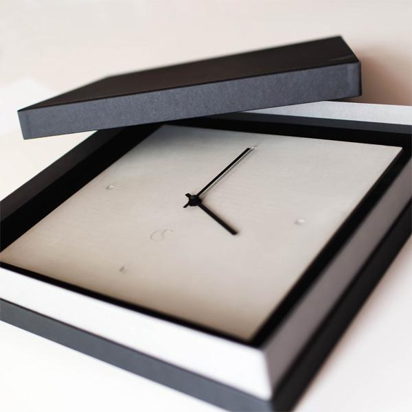 C-CLOCK Uhr in Verpackung